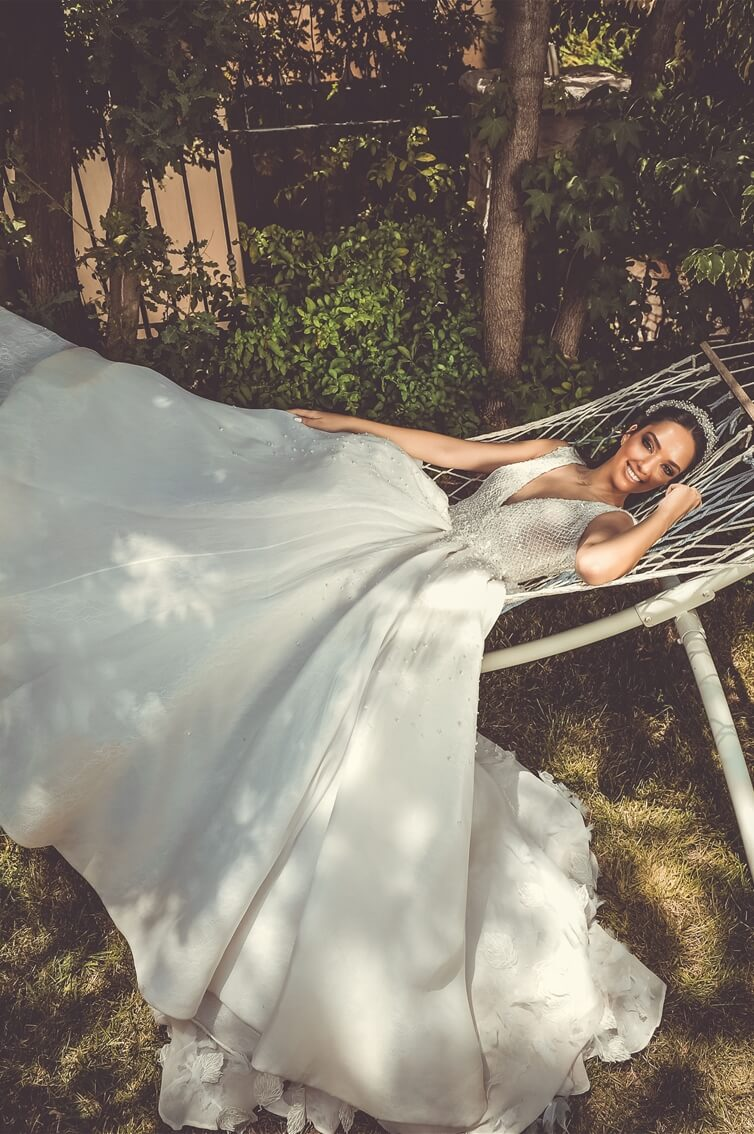 'MEET JULIA' - FEUILLE IMMORTELLE - PRINCESS GOWN